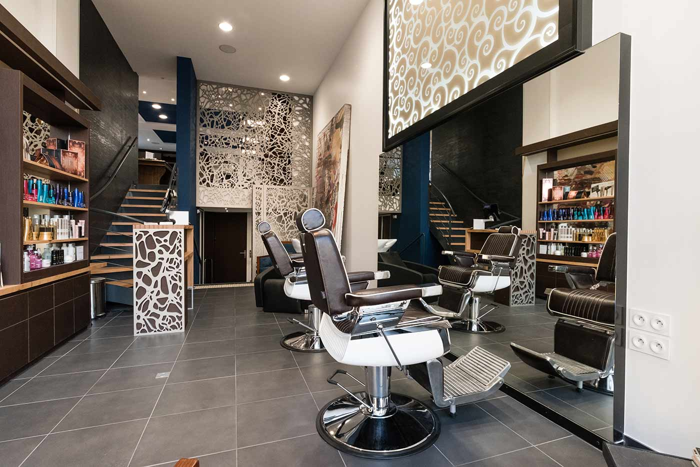Modernisierung eines coiffeur salons dank perforierten for Salon de coiffure appartement